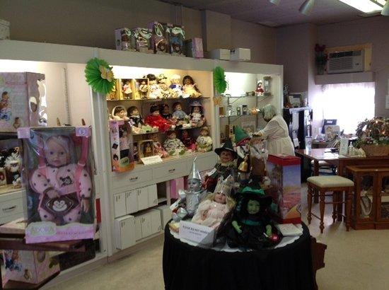 Valarie Moyer's Dolls: Showroom view
