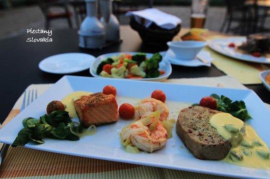 Rybarsky Dvor: Hotel dinner
