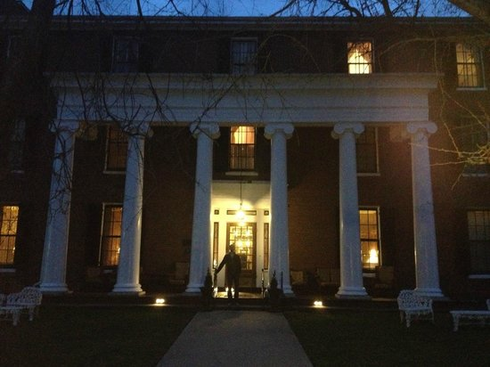 Beaumont Inn: The inn at night