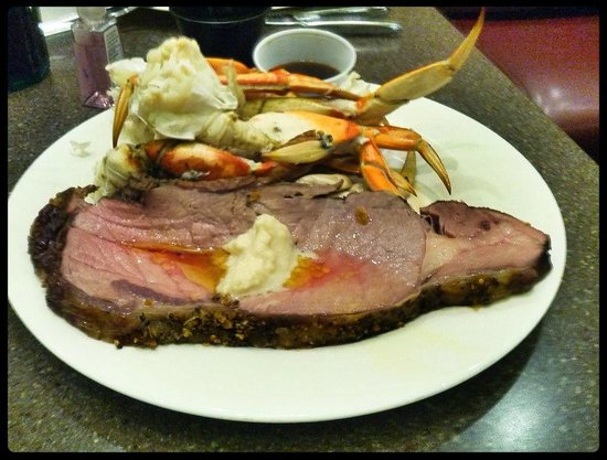 Cedar Plank Buffet: Prime rib with crab legs