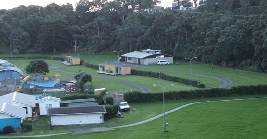 Opunake Beach Holiday Park : Opunake campsite - plenty of spaces to choose from