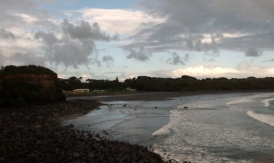 Opunake Beach Holiday Park: View of the site from the cliffs