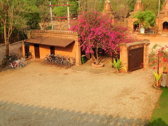 Thurizza Hotel Bagan: view of the main entrance from the rooftop, bicycles for rent