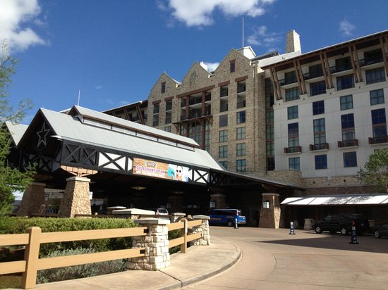 entrance picture of gaylord texan resort convention. Black Bedroom Furniture Sets. Home Design Ideas