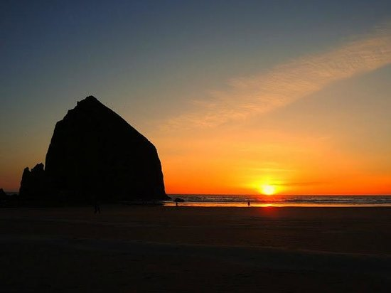 Cannon Beach: Haystack Rock at sunset