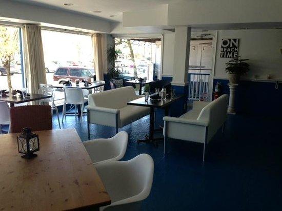 Shorebreak Lodge: front dining room