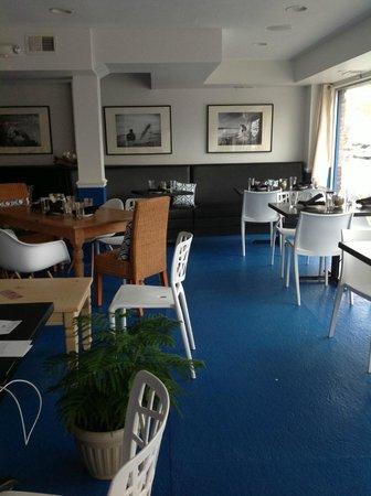 Shorebreak Lodge: front room