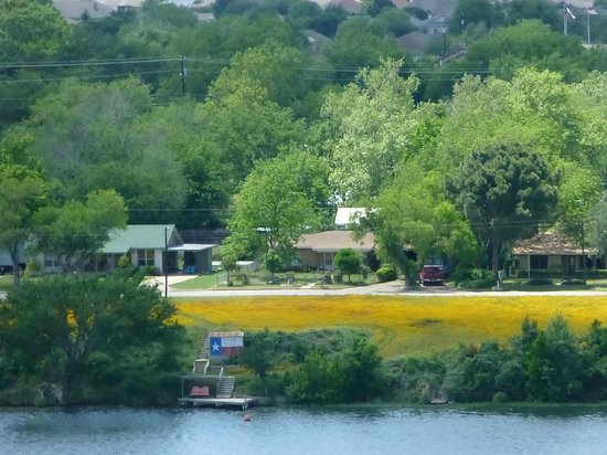 La Quinta Inn & Suites Marble Falls: Across the Lake