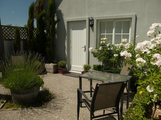 Hillsfield House Bed and Breakfast Marlborough: Sheltered Garden