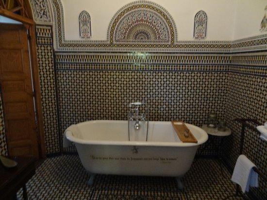 Riad Dar Mayssane : the bathroom