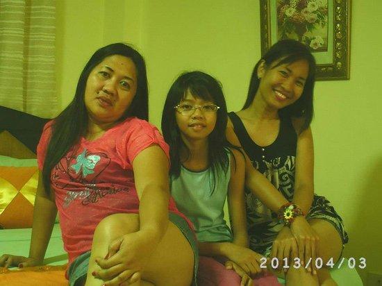 Boracay Holiday Resort: happy smiles