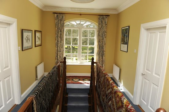 Saratoga Lodge: Top of stairwell