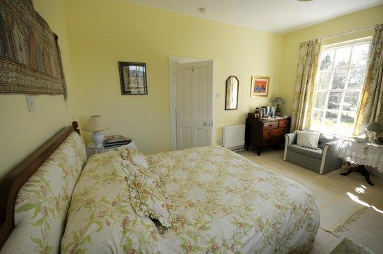 Saratoga Lodge: Yellow Bedroom