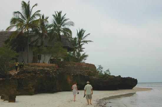 Mbuyu Beach Bungalows: The beaches invite for a walk
