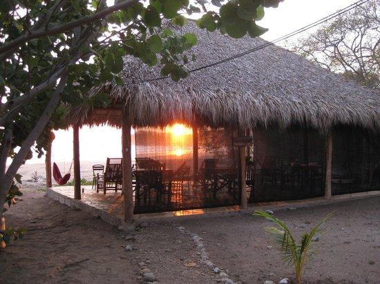 Playa Hermosa Beach Hotel: Rancho view at sunset