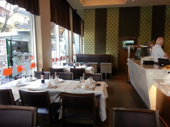 VISTA DE SALON COMEDOR - Bild von Rietti Restaurante, Buenos Aires ...