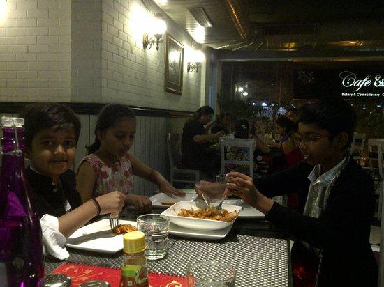 Cafe Elchico: Cafe El Chico- Dinnertime