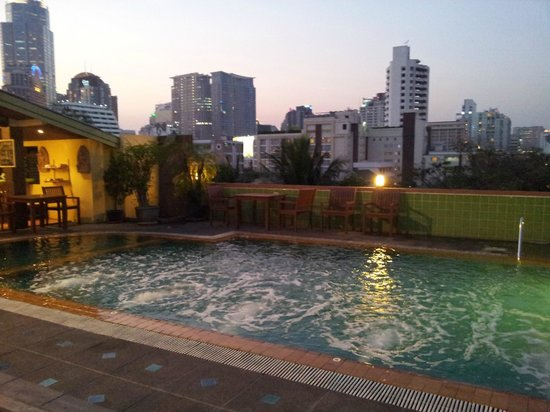 Woraburi Sukhumvit Hotel and Resort: Pool great views