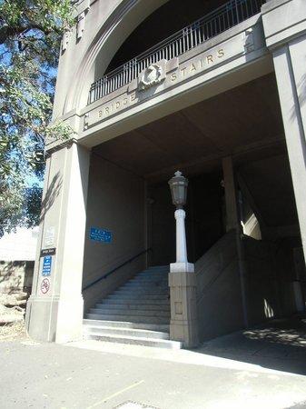 Observatory Hill: 眺めの良い丘に上がる階段