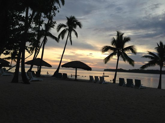 Shangri-La's Fijian Resort & Spa: View of beach area near lagoon pool on sunset