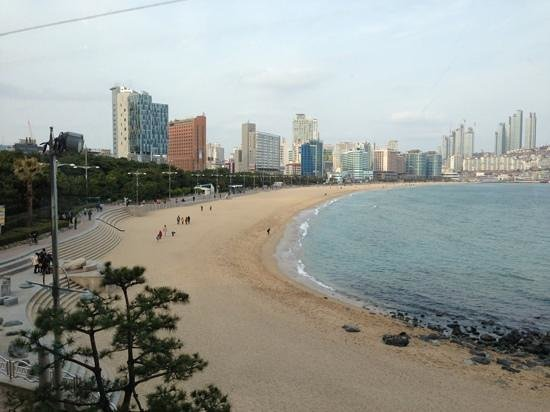 The Westin Chosun Busan: Beach view standing on the hotel deck