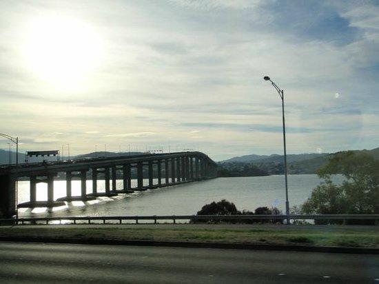 Tasman Bridge: ホバート市内側から