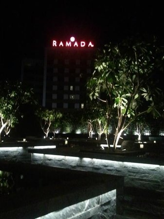Skky : under full lights with the Ramada in the background