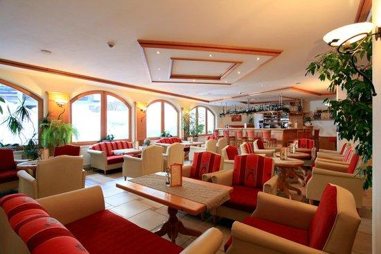 Alpenhof Brixen: Hotelhalle