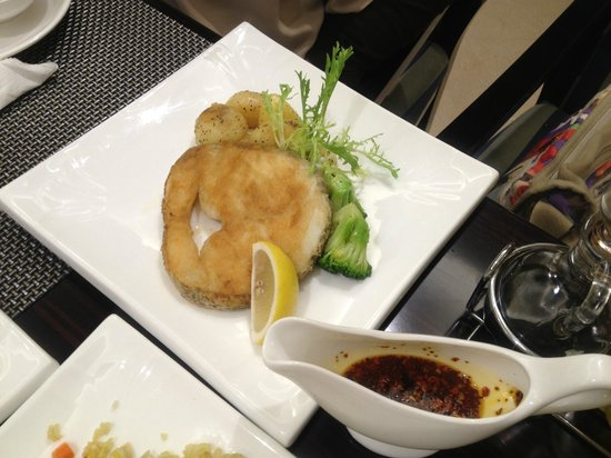 Victoria Grand Hotel: deep fried fish served hot