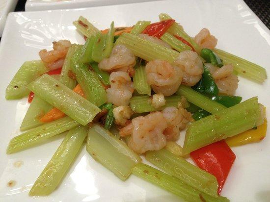 Victoria Grand Hotel: hotel dining restaurant. Prawns with fresh vegetables