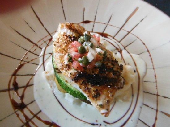 Cuatro Restaurant: The Mahi Mahi mediterrainian style