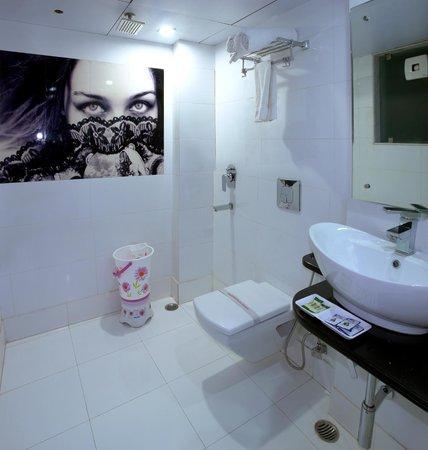 Hotel Staywell Dx.: Bath Room