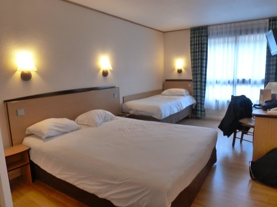 Campanile Blois Sud Vineuil: chambre agreable spacieuse