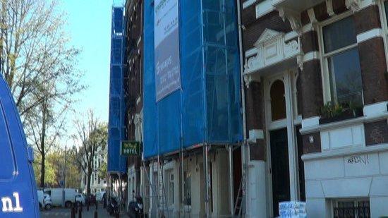 King Hotel: scaffolding