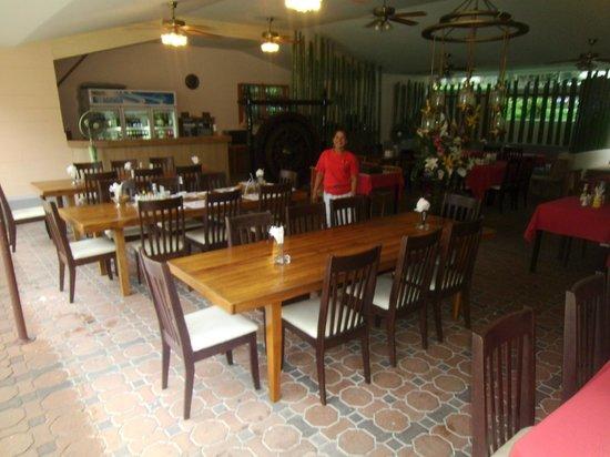 Swiss Palm Beach: Restaurant