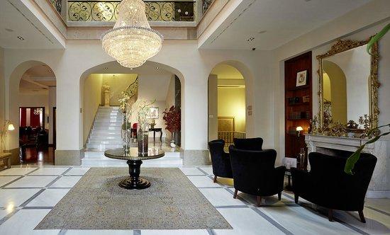 Foto De Castillo Del Bosque La Zoreda Oviedo Hall Del Hotel Tripadvisor
