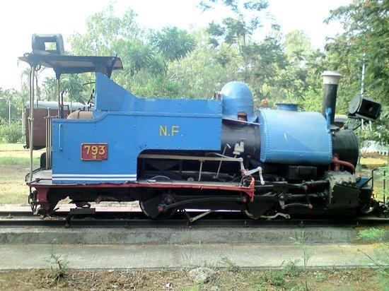 Chennai Rail Museum : Small Engine Side View