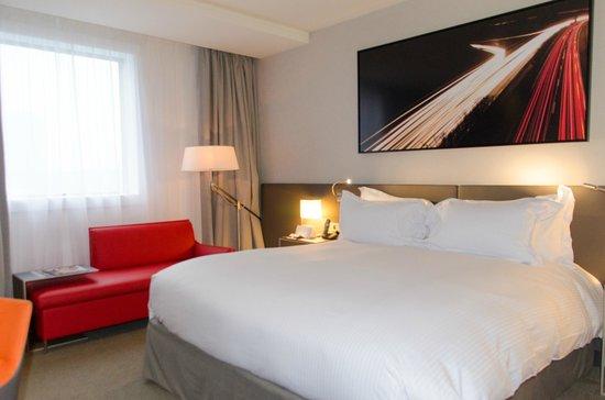 Pullman Paris La Defense: Lit très confortable et chambre spacieuse