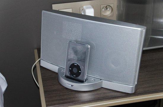 Pullman Paris La Defense: Equipement de qualité pour écouter votre musique personnelle