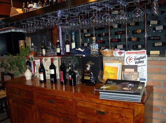 Il Terzo Tempo: Il banco e la cantina dei vini