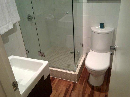 Hotel Urban St Leonards: Bathroom