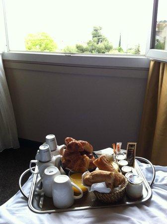New Hotel Bompard : Room service pour un petit déj extra