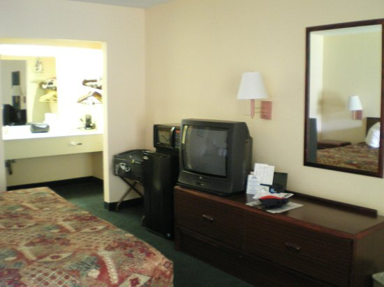 Days Inn Crystal River: A view of the room. Top Marks!