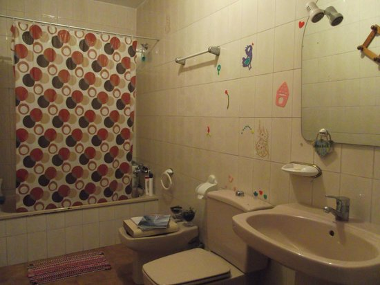 Krocus Surfhouse: Baño grande