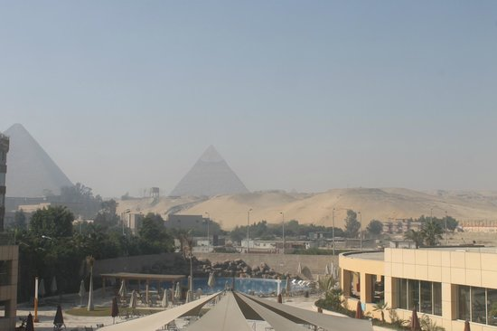 Le Meridien Pyramids Hotel & Spa: beautiful view from wondow