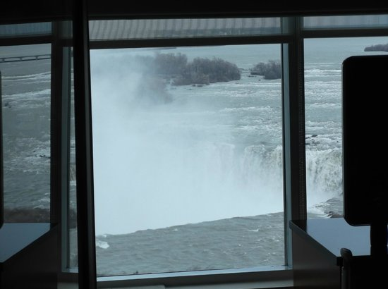 Radisson Hotel & Suites Fallsview: Another room view