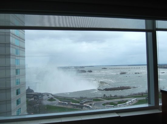 Radisson Hotel & Suites Fallsview: Another picture taken from the room.