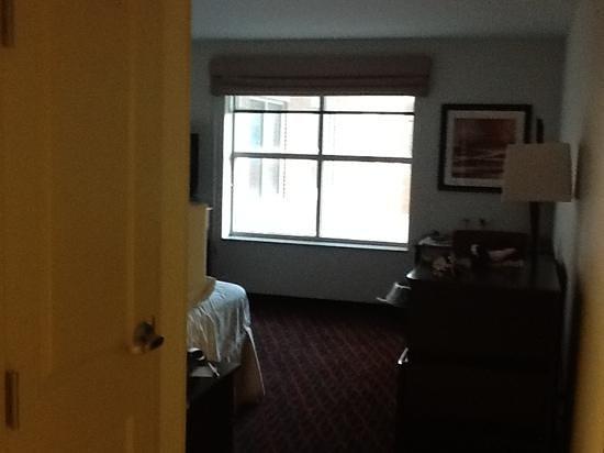 Hampton Inn Portland Downtown - Waterfront: Room- From front door