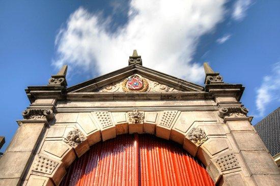 Prinsenhof Hotel: The gate to enter the Prinsenhof