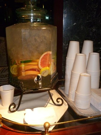 The Iroquois New York: Fruit flavoured chilled water in Foyer